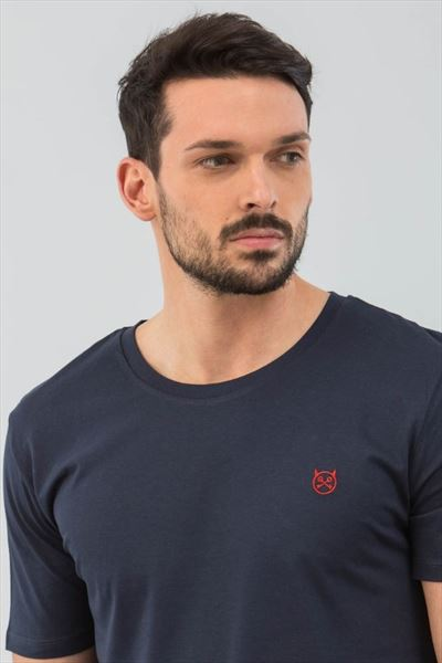 CAMISETA NAVY LOGO BORDADO (2)